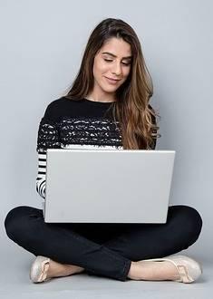 vrouw laptop
