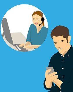 De klantenservice van NEostrada met een man op zijn mobiel