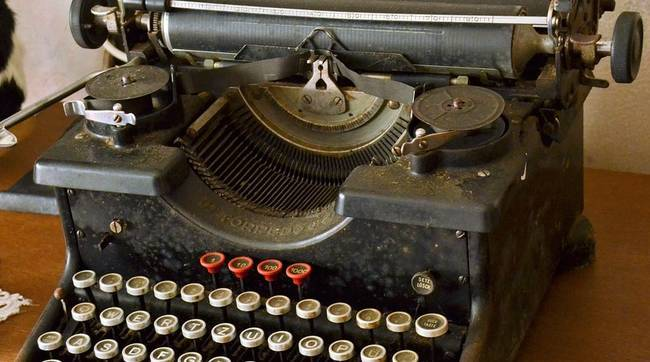 Een hele oude typemachine