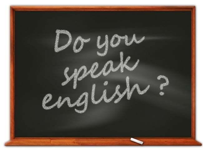 Een schoolbord waarop geschreven is Do you speak english?