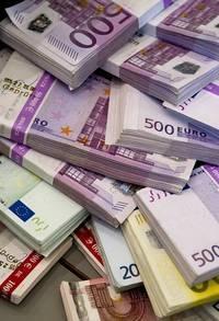 Stapels bankbiljetten van verschillende waardes